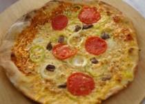 Πίτσα σε φούρνο με ξύλα