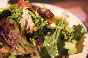 Ανάμικτη σαλάτα με προσούτο και μπρί