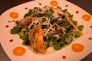 Σαλάτα με ρόκα, μαρούλι και σύκα