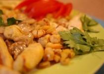 Κοτόπουλο με γαρίδες και σάλτσα μανιταριών-σοκολάτας