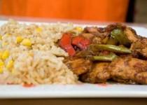 Spicy chicken και ρύζι τηγανητό