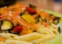 Μακαρονοσαλάτα με ψητά λαχανικά