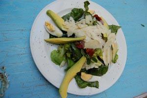 Σαλάτα πράσινη με σπανάκι και αβοκάντο