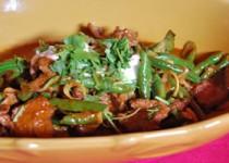 Thai μοσχάρι με κόκκινο κάρυ