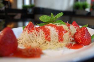 Γαρίδες κανταΐφι με σος φράουλας
