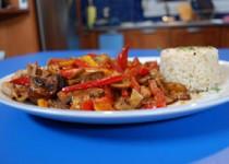 Κοτόπουλο τεριγιάκι με ρύζι, μανιτάρια και πιπεριές