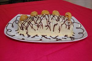 Κέικ κάστανο με σάλτσα λευκής σοκολάτας