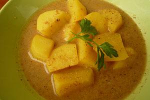 Πατάτες γιαχνί με κρόκο, αμύγδαλα και λεμόνι