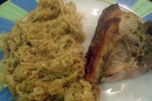 Χοιρινό στη γάστρα με ξινολάχανο