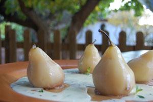 Αχλάδια με μους chocolat και λευκή σος