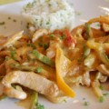 Γαλοπούλα σοτέ με ελαφριά σάλτσα φιστικοβούτυρου