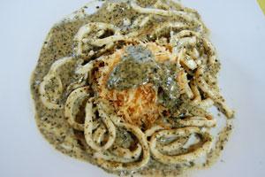 Καλαμάρι με σάλτσα βασιλικού