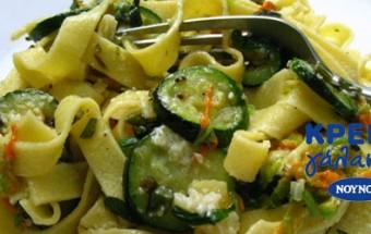 Ταλιατέλες με κολοκυθάκια και σάλτσα λεμονιού