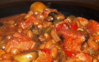 Χοιρινό με φασόλια μπαρμπούνια και φρέσκα φασολάκια