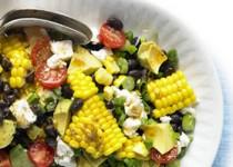 Σαλάτα με αβοκάντο, καλαμπόκι και φασόλια