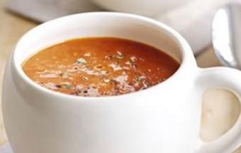 Πεντανόστιμη φθινοπωρινή ντοματόσουπα