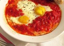 Ψητά αυγά σε σάλτσα ντομάτας