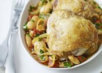 Κοτόπουλο με λουκάνικο και γίγαντες