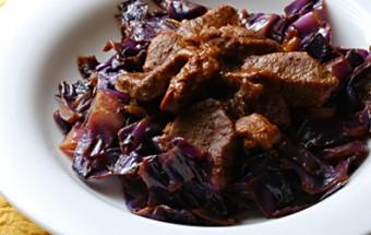 Χοιρινό με κόκκινο λάχανο