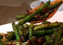 Χοιρινό με λαχανικά στο γουόκ