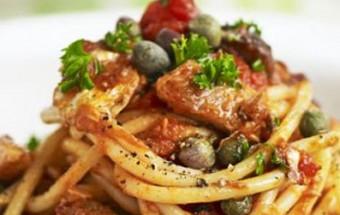 Σπαγγέτι με σαρδέλες σε σάλτσα ντομάτας