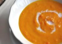 Καροτόσουπα με τζίντζερ και γάλα καρύδας