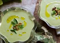 Κρύα σούπα με κολοκυθάκια, καρυδιά, βασιλικό και γιαούρτι