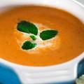 Ντοματόσουπα με κρέμα γάλακτος, πιπέρι,  κρεμμύδι και  σκόρδο
