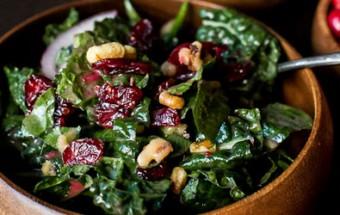 Σαλάτα σπανάκι με cranberries και σως μουστάρδας