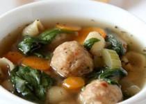 Σούπα λαχανικών με κεφτέδες κοτόπουλου