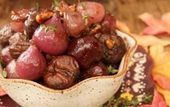 Κάστανα και κρεμμύδια με κόκκινο κρασί και καρύδια πεκάν