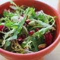 Πράσινη σαλάτα με βινεγκρέτ, ρόδι και φιστίκια