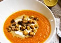 Καροτόσουπα με ταχίνι, γιαούρτι και ρεβίθια