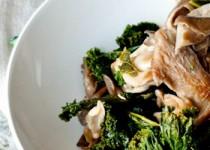 Μανιτάρια με λάχανο σοταρισμένα σε λευκό κρασί