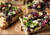 Μεσογειακή πίτσα με κατσικίσιο τυρί και λαχανικά