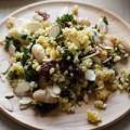 Σαλάτα με κεχρί, σγουρό λάχανο, φασόλια και λιαστές ντομάτες