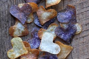 Τσιπς πατάτας σε σχήμα καρδιάς