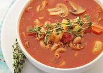 Μινεστρόνε με ζυμαρικά, φασόλια, μανιτάρια και κόκκινες πιπεριές