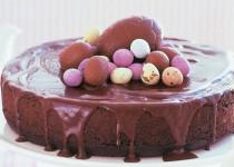 Πασχαλινό κέικ σοκολάτας με γιαούρτι και μαρμελάδα