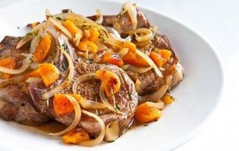 Pork-Chops-with-Apricot-Brandy-Sauce