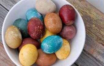 φυτικά-βαμμένα-αυγά